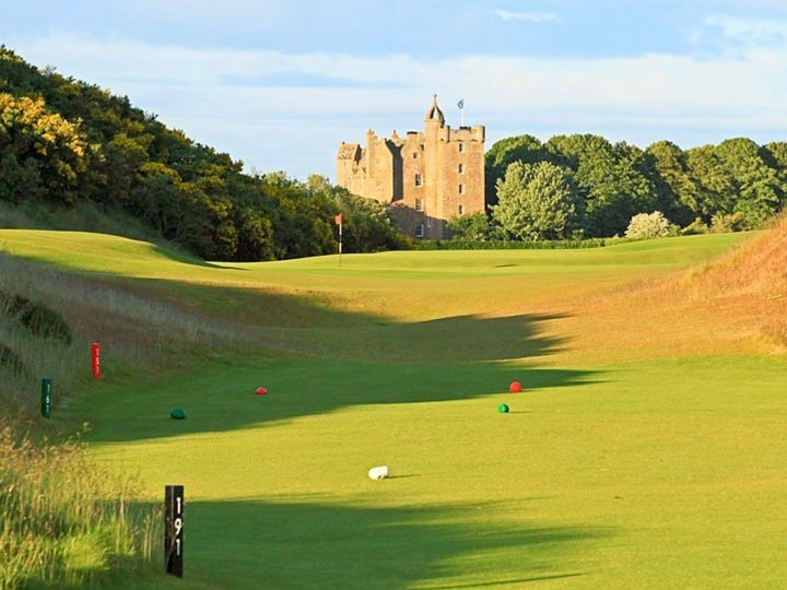 4th green par 3 with ccastle stuart golf links